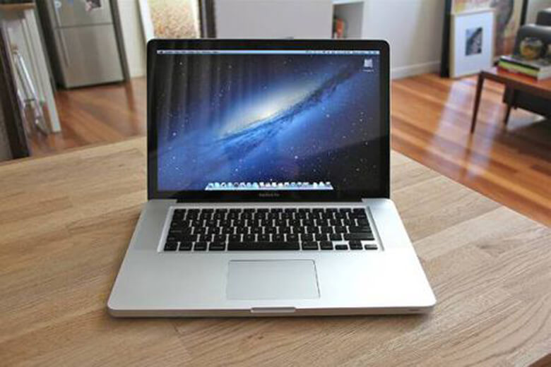 Macbook Pro 15inch 2010 MC372 (Like New)